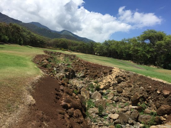 Kahili Golf Course: Dry river bed