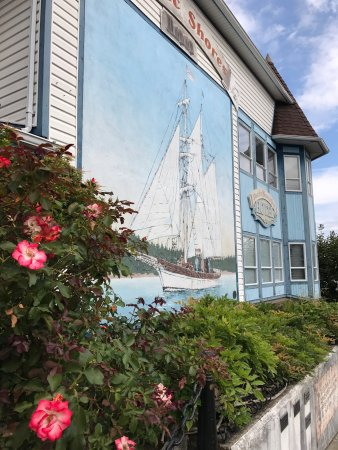 Chemainus, Kanada: Amazing place. There are many Wall Murals and it's very interesting. You can follow the yellow ?