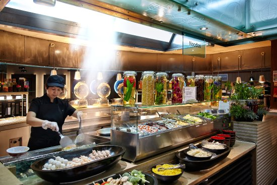 COSMO Coventry: Live Cooking at the Seafodd Noodle Bar - You pick the ingredients, we cook it the way you like i