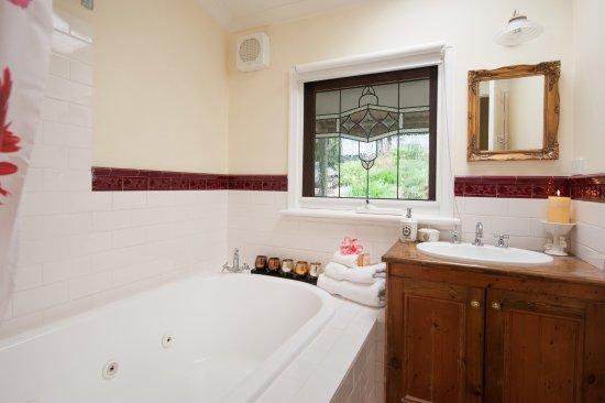 Mount Dandenong, Australia: Majestic Retreat Spa bathroom