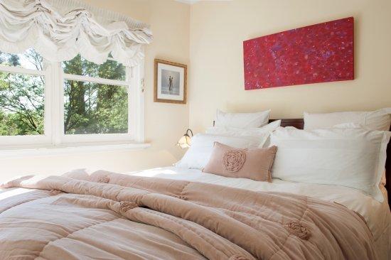 Mount Dandenong, Australia: Fern bedroom with garden views