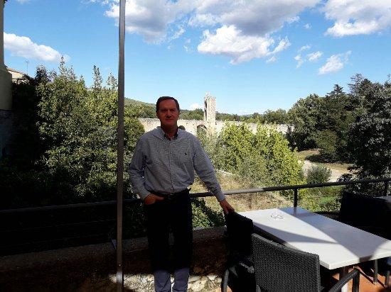 Restaurant Curia Reial SL.: Vistes al pont de pedra.