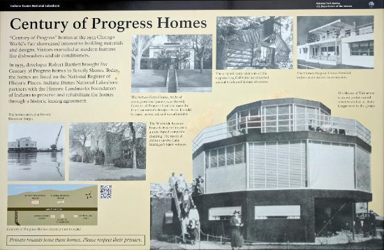 Beverly Shores, Ιντιάνα: Plaque with overview and photos of the five Century of Progress homes