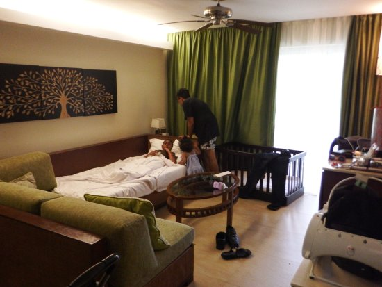 Barcelo Bavaro Palace: family room living room
