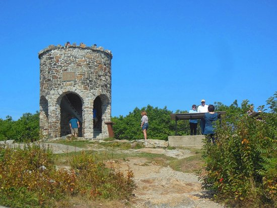 Mount Battie: Neat tower for the kids to climb