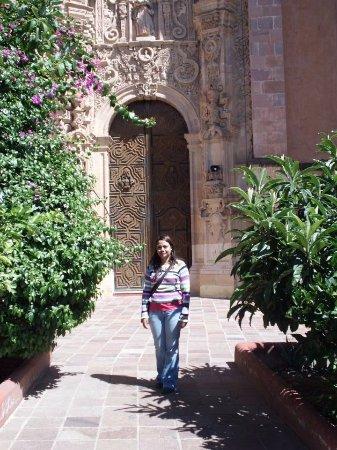 Templo La Valenciana: Una de las puertas laterales del templo.