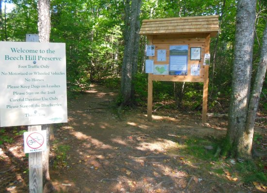 Rockport, Maine: Entrance trail and parking