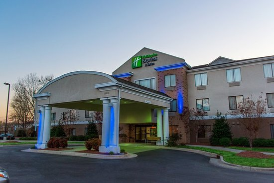 Holiday Inn Express Hotel & Suites Kinston: Hotel Exterior