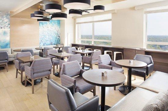 Wheeling, IL: Westin Executive Club Lounge