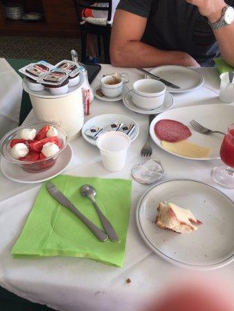 Hotel Bellevue Suites: Breakfast!!