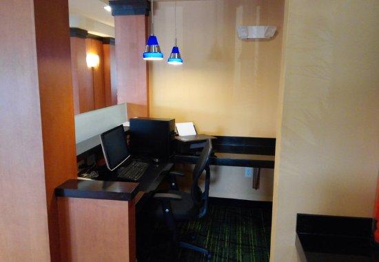Avon, IN: Business Center