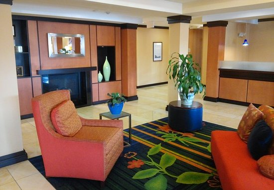 Avon, IN: Lobby