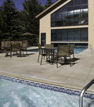 Marriott's StreamSide Birch at Vail: Outdoor Whirlpool Spa