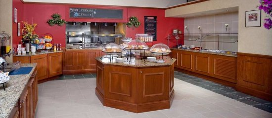 Hilton Garden Inn Detroit Downtown: Start your day off right with a full, hot, delicious and healthy breakfast in the American Grill
