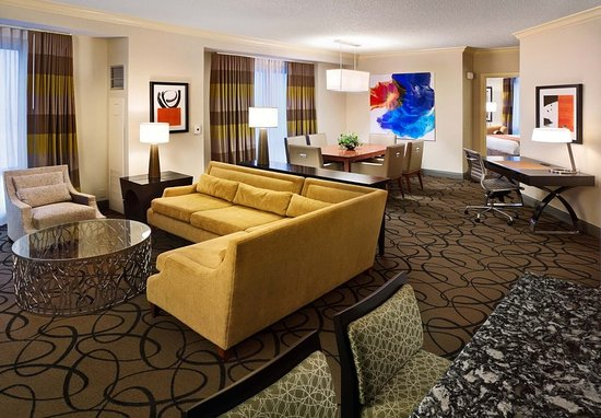 South Sioux City, NE: Presidential Suite - Living Room