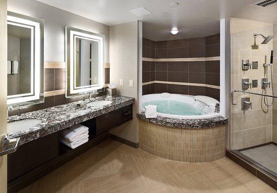South Sioux City, NE: Ambassador Suite Bathroom