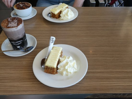 The Coffee Club: hot chocolate and carrot cake