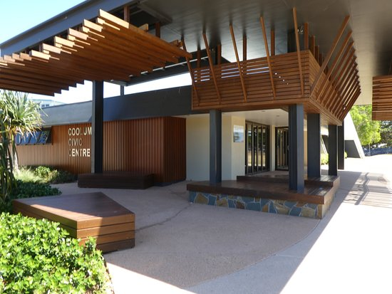 Coolum Beach, Australia: Civic centre modern building