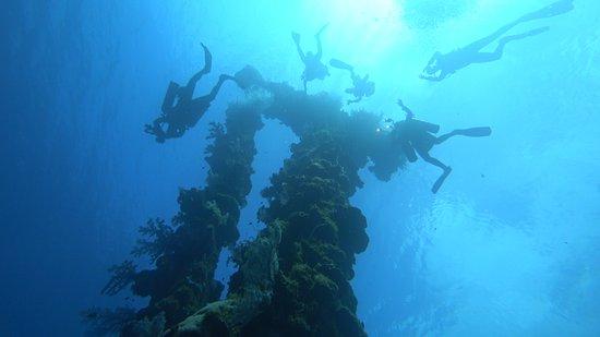 Truk Lagoon: Sankisan-Maru's Kingposts
