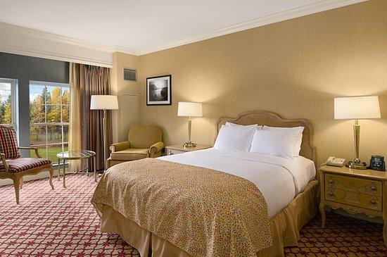 Pearl River, NY: Queen Accessible Guestroom