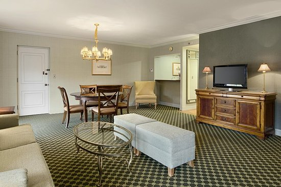 Pearl River, NY: Parlor Suite