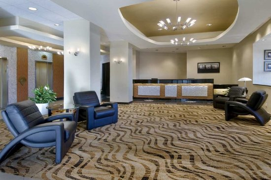 Oak Lawn, IL: Hotel Lobby Entrance