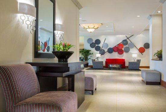 โรงแรมฮิลตัน นอร์ทบรู๊ค: Lobby Area & Seating