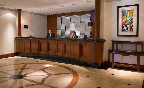 โรงแรมฮิลตัน นอร์ทบรู๊ค: Front Desk