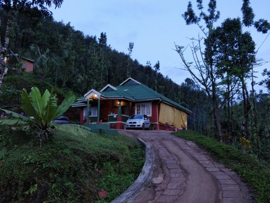 Kalasa, Indie: Thangaali homestay at evening dusk time