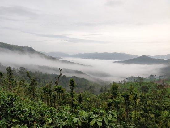 Kalasa, India: Cloud covered valley