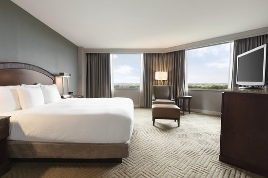 East Brunswick, NJ: Junior suite Room