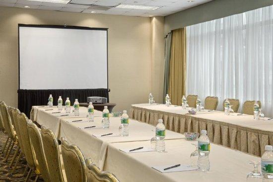 East Brunswick, NJ: Woodbridge Meeting Room