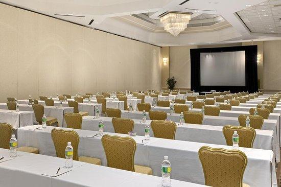East Brunswick, NJ: Salon Meeting Room