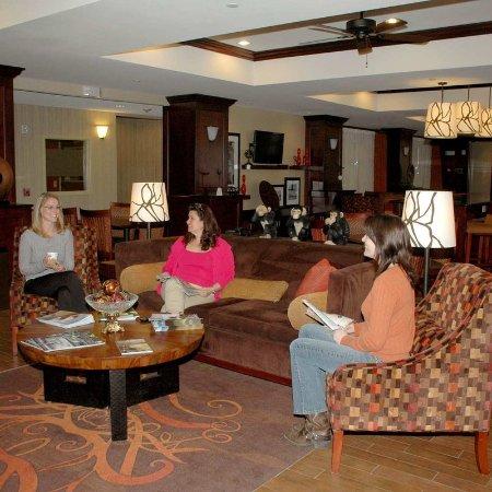 Hampton Inn Matamoras: Lobby with Guests