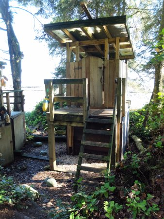 Victoria Capital Regional District, Kanada: Even the outhouses have ladders. I hate ladders.