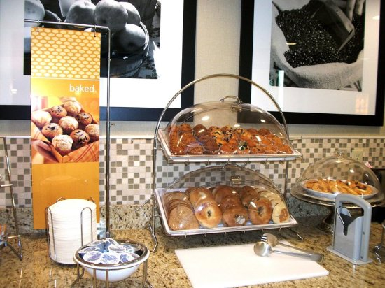 Manteca, CA: Breakfast Area