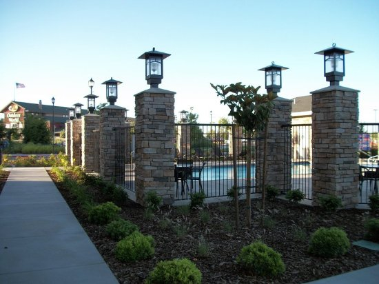 Hampton Inn & Suites Manteca: Outdoor Pool Area
