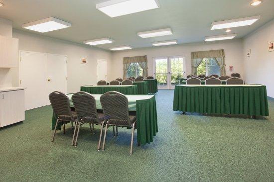 La Quinta Inn & Suites Newport: MeetingRoom