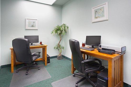 La Quinta Inn & Suites Newport: BusinessCenter