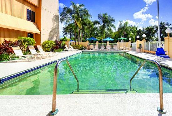 Miami Springs, FL: PoolView