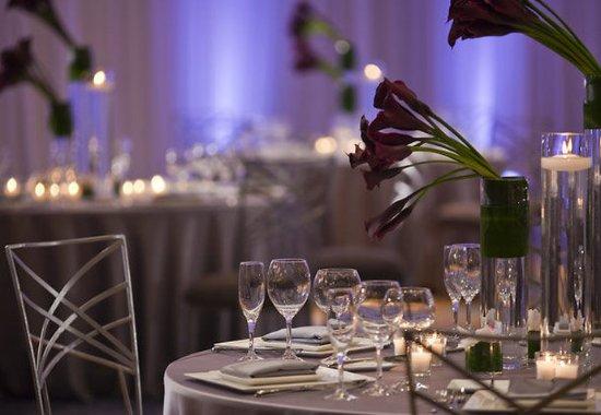 Renaissance Schaumburg Convention Center Hotel: Reception Details