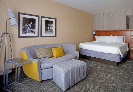 Aberdeen, MD: King Guest Room