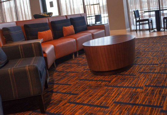 Aberdeen, MD: Lobby Seating Area
