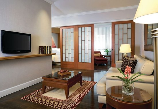 Mayfair, Bangkok - Marriott Executive Apartments: One-Bedroom Superior Suite - Living Room