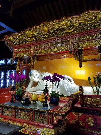 SunnyFlower Services: Buddhist enclave