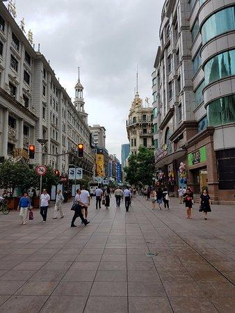 SunnyFlower Services: Shopping promenade