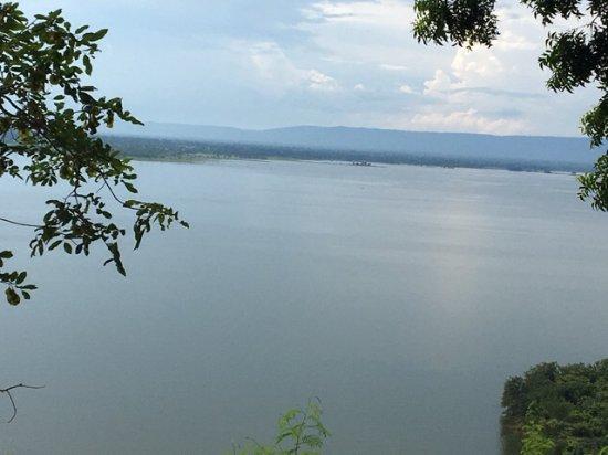 Non Sang, Tailandia: ช่องเขาขาดแห่งนี้ ก็เป็นสถานที่ทีสำคัญของชาว ทะเลสาบน้ำจืดที่ใสสะอาด ที่แยกและไหลมาจากเขื่อนอุบล