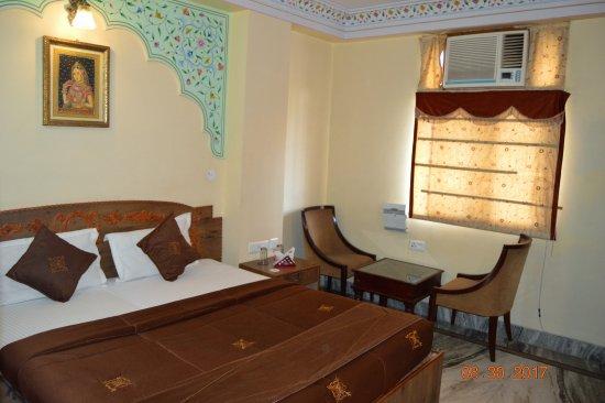 Hotel Gulab Garh (Pure Veg): Super Dexule Mountain View