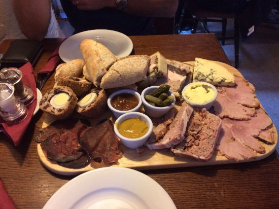 Hurdlow, UK: Villager Jim's excellent sharing platter. Just excellent