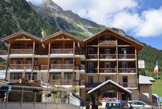 Pralognan-la-Vanoise, Frankrike: Vue de l'hôtel sous les montagnes